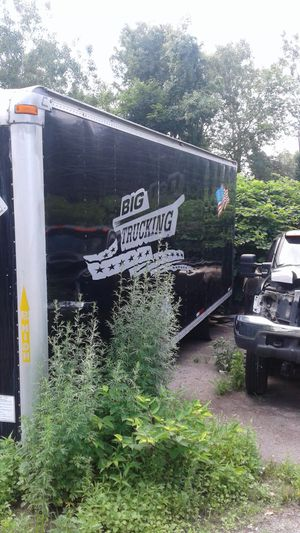 24 foot box with lift Gaye for Sale in Johnston, RI