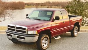 2OOO Dodge Ram 1500 Showrooms Condition for Sale in Sacramento, CA
