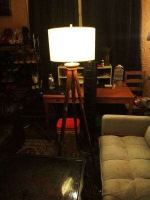 Tripod lamp for Sale in Los Angeles, CA