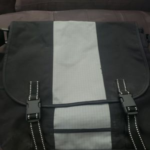 Messenger bag for Sale in Katy, TX
