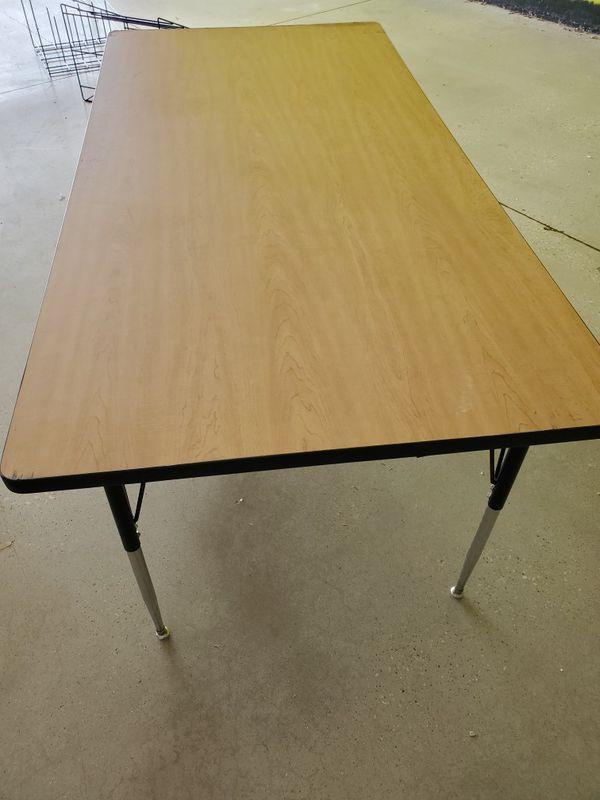 Restaurant table/work table, dinner table hor 6 to 8