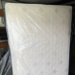 New Mattress and box spring. Any size: Twin, Full, Queen, King. Please message me for prices. Cama colchon for Sale in Long Beach,  CA