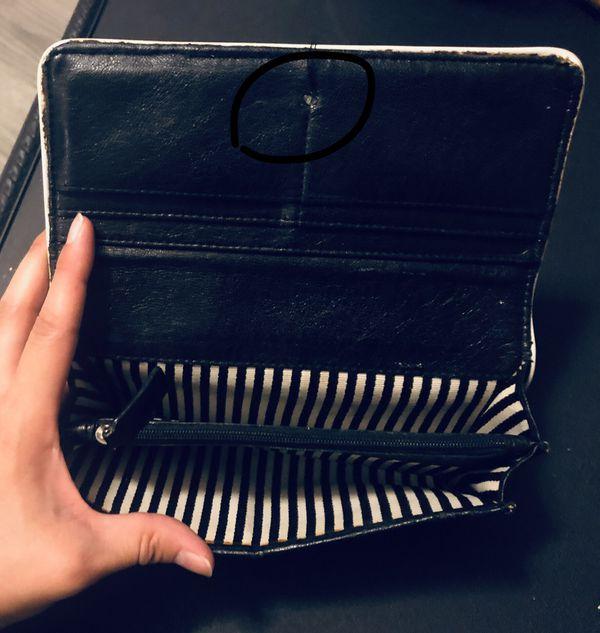 L.a.m.b. Gwen Stefani wallet