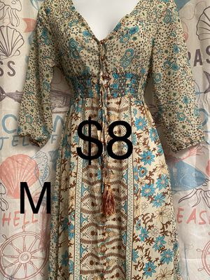 Beautiful dresses in like new condition for Sale in Lake Wales, FL