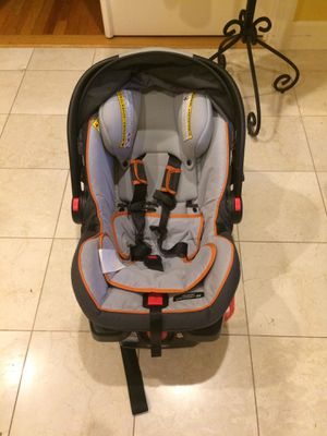 Baby Car Seat - Graco Snugride Click Connect 35 for Sale in Valhalla, NY