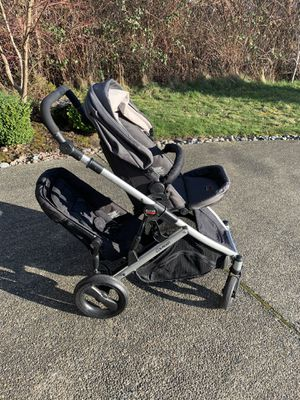 Britax b ready double stroller for Sale in Puyallup, WA