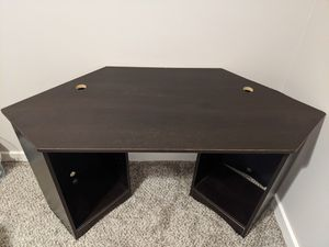Free desk and office chair for Sale in Boynton Beach, FL