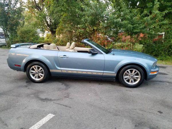 2005 Ford Mustang V6 premium 2dr