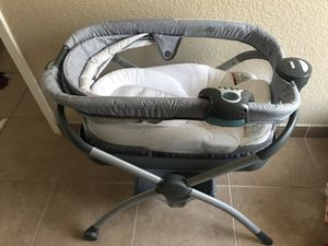 Bassinet w stand for Sale in Dallas, TX