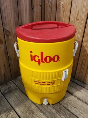 Igloo 10 gallon water cooler for Sale in Baltimore, MD