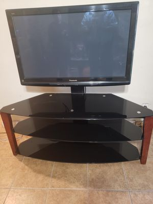 Panassonic 40 inch Tv with stand for Sale in Downey, CA