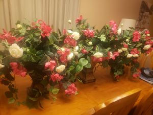 Beautiful flower vases for Sale in Goodyear, AZ