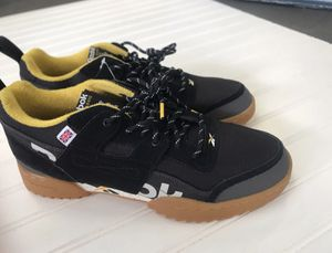 Reebok's black and yellow shoes men's size 9.5 for Sale in Lake Forest, CA