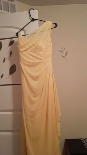Long yellow david bridal 's dress worn once for Sale in Kissimmee, FL