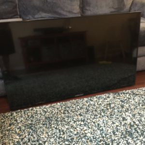 50 Inch With Wall Mount for Sale in Aliso Viejo, CA