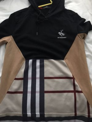 XL Hudson short sleeve hoodie with Burberry design for Sale in West Palm Beach, FL