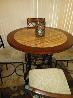 Pub table & chairs for Sale in Tarpon Springs, FL