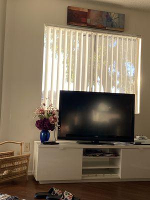 46 inch Vizio smart tv for Sale in Laguna Hills, CA