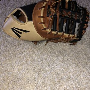 "BRAND NEW Easton Professional Collection 1B Mitt 12.75"" for Sale in Federal Way, WA"