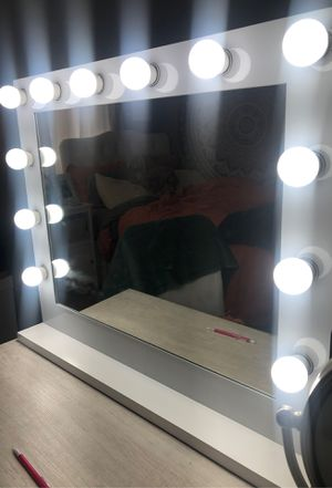 Hollywood vanity makeup mirror for Sale in Fishkill, NY