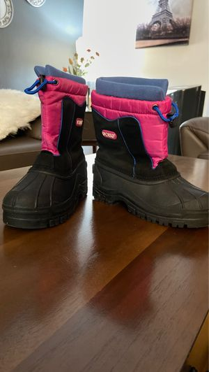 Girl snow boots Size 4 for Sale in Los Angeles, CA