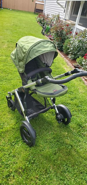 Britax b ready stroller with car seat for Sale in Everett, WA