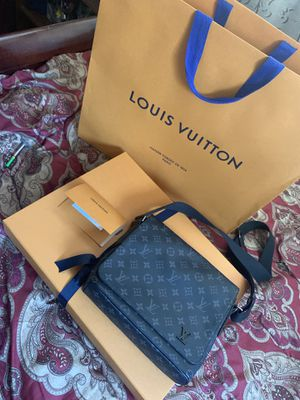 Louis Vuitton Messenger bag for Sale in Brighton, CO