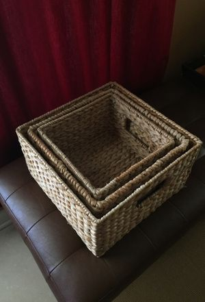 SET OF (3) NESTING WATER HYACINTH STORAGE BASKETS/CONTAINERS for Sale in BELLEAIR BLF, FL