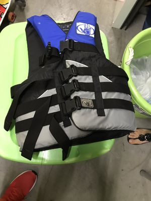 Body Glove adults med life jacket for Sale in Long Beach, CA
