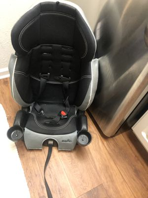 Baby car seat Evenflo like new expiration day 11/07/23 for Sale in Greensboro, NC