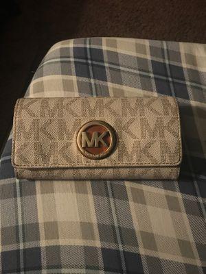 Michael kors wallet for Sale in Accokeek, MD