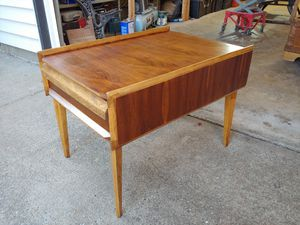 Lane Mid Century Modern End Table for Sale in Glenwood, OR