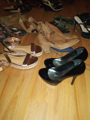Girl shoes all size 8 ,7 and 6 all in good condition . free for whoever picks them up first for Sale in Tulsa, OK