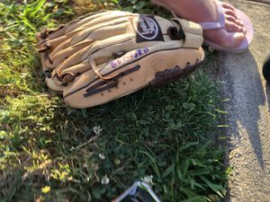 Baseball glove for Sale in Parkville, MD