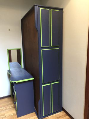 Seahawks bed, desk, mirror for Sale in Federal Way, WA