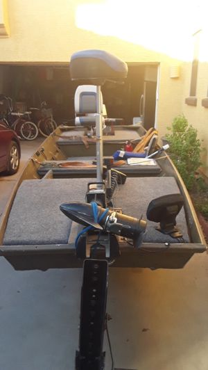 14 Ft Aluminum fishing boat great condition for Sale in Gilbert, AZ