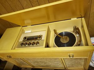 Antique motorola cabinet stereo record player and fm/am radio player. Bass volume and sound great! for Sale in Garfield Heights, OH