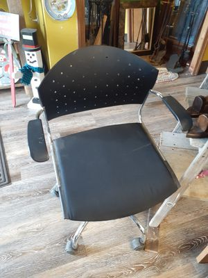 Office chair for Sale in North Ridgeville, OH
