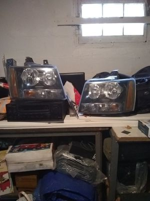 07 Tahoe headlights ,originals... for Sale in Howell, NJ