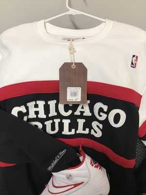 Mitchell and Ness Chicago Bulls sweatshirt size L and Air Shake Ndestrukt (1993 Dennis Rodman signature shoes) size 12 for Sale in Washington, DC