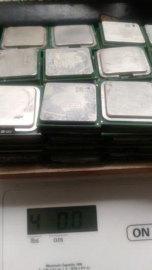 Lot of 100 desktop computer processors, pentium 4 with pin and pinless mixed for Sale in Houston, TX
