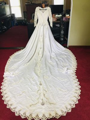 Wedding Dress Size 4 with veil for Sale in Coats, NC
