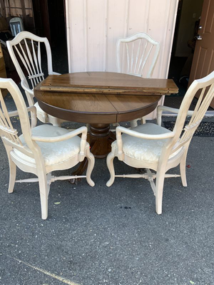 Nice Round Oak Claw Foot Dining Set - Delivery Available for Sale in Tacoma, WA