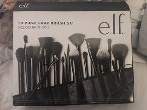 Elf 19 piece Luxe makeup brush set ($20 is the least) for Sale in Los Angeles, CA