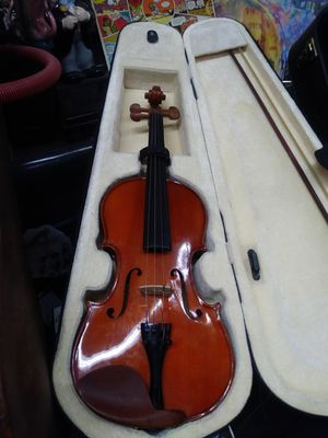 Violin with Bow and Plush Case for Sale in Tampa, FL