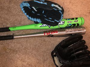 Baseball gloves left handed and 2 bats bat lot for Sale in Sugar Land, TX
