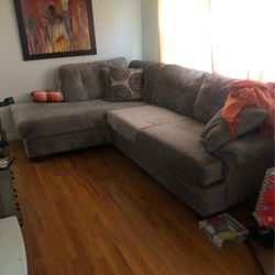 suave grey Couch With pillow Set for Sale in Florissant,  MO