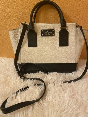 Kate's Spade ♠️ beige and black leather handbag/ Crossbody for Sale in Visalia, CA