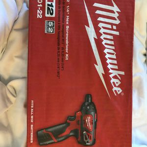 Milwaukee M12 ¼ Hex Screwdriver Kit for Sale in Woodbury, NY