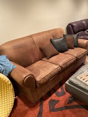 Leather couch for Sale in Highland Park, IL